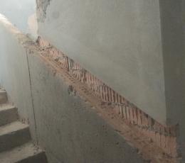 Штробление кирпичных стен под трубы и инженерные коммуникации