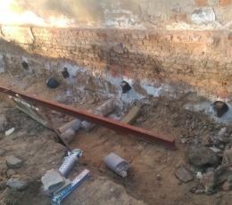 Сверление отверстий для усиления фундамента старого здания